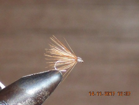 Little blondy dry fly